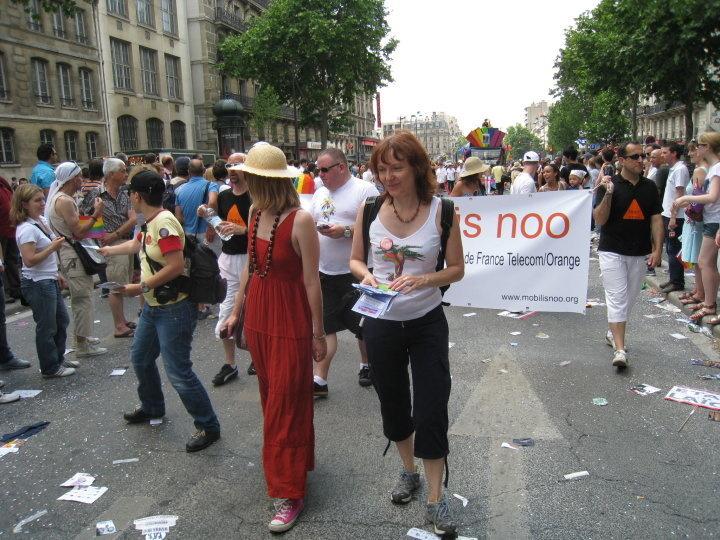 HomoSFèRe était présente à la  marche des Fiertés 2010 de Paris avec le Collectif Homoboulot.